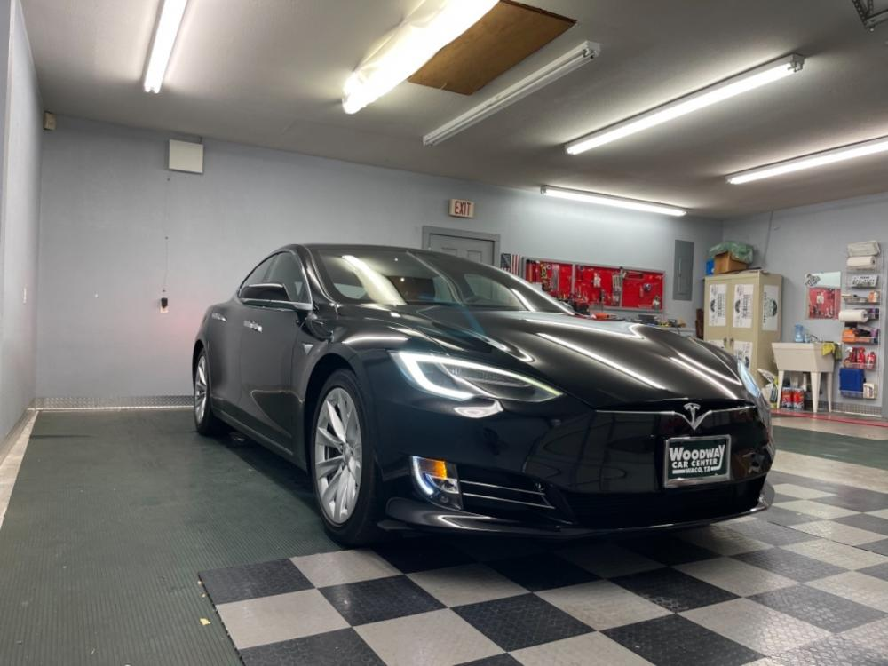 2018 Black /Black Leather Tesla Model S 100D (5YJSA1E2XJF) with an ELECTRIC engine, Automatic transmission, located at 9900 Woodway Drive, Woodway, TX, 76712, (254) 751-1444, 31.493961, -97.228523 - Photo #9