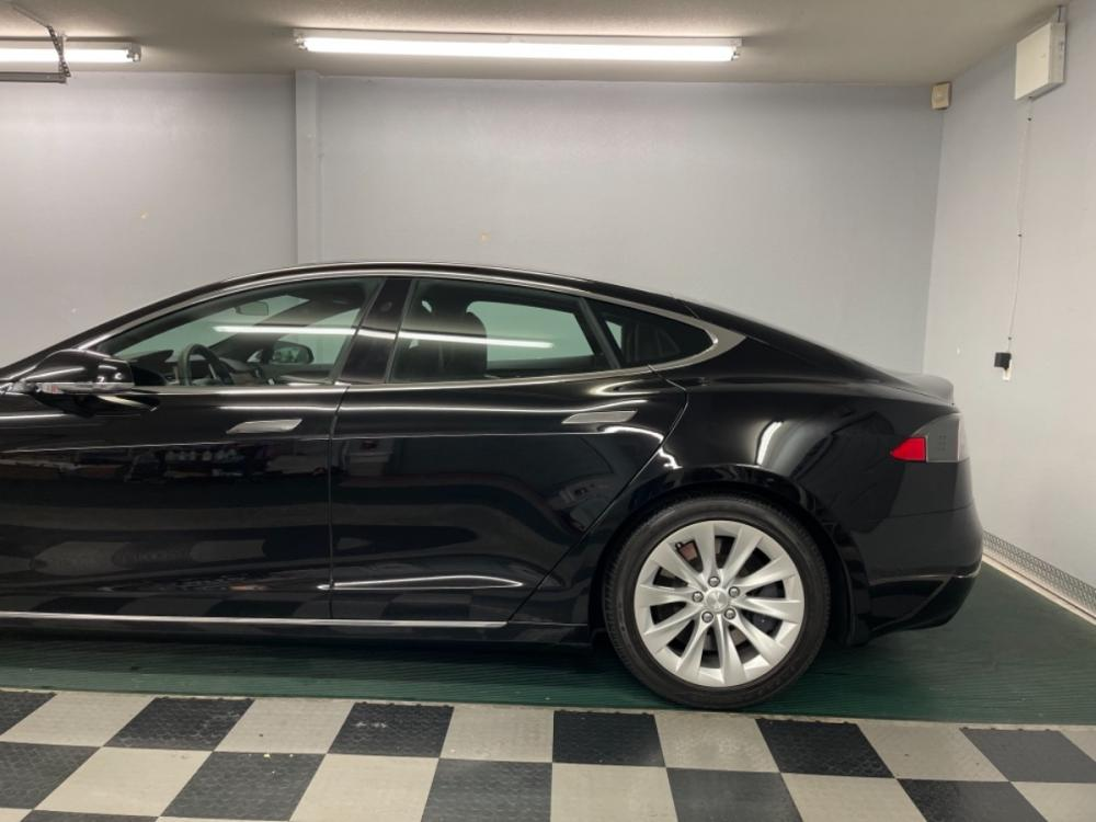 2018 Black /Black Leather Tesla Model S 100D (5YJSA1E2XJF) with an ELECTRIC engine, Automatic transmission, located at 9900 Woodway Drive, Woodway, TX, 76712, (254) 751-1444, 31.493961, -97.228523 - Photo #3