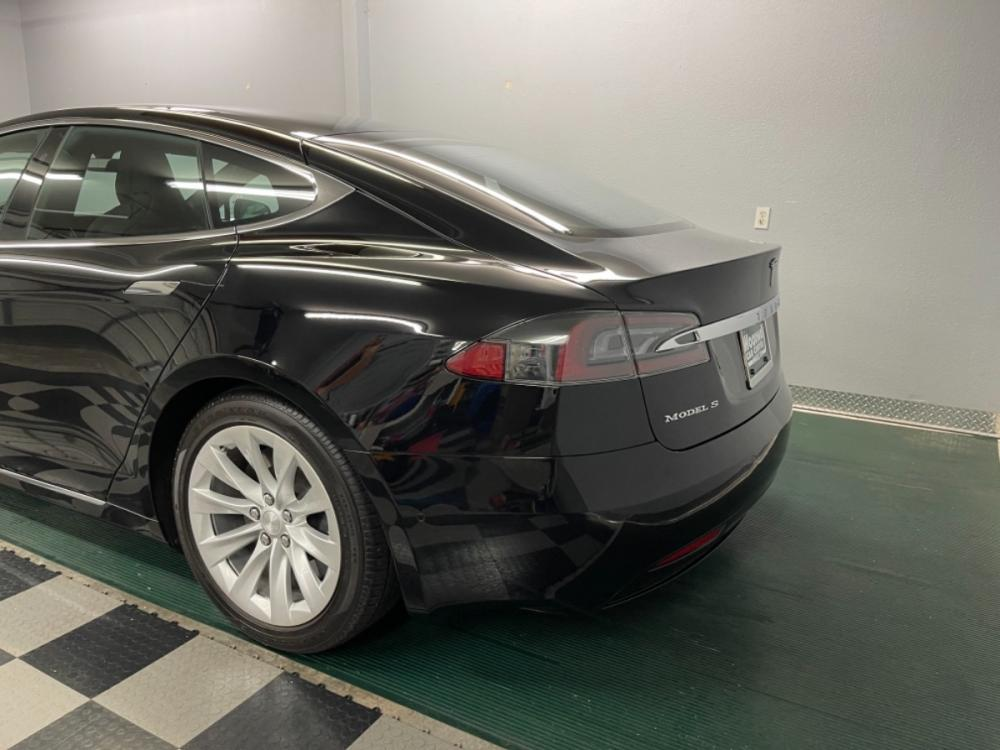 2018 Black /Black Leather Tesla Model S 100D (5YJSA1E2XJF) with an ELECTRIC engine, Automatic transmission, located at 9900 Woodway Drive, Woodway, TX, 76712, (254) 751-1444, 31.493961, -97.228523 - Photo #5